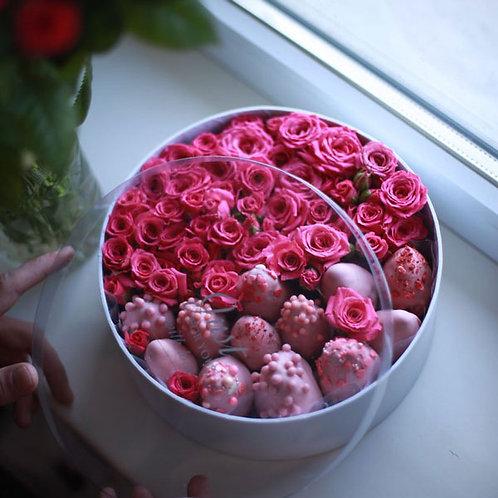 Розы + клубника в клубничном шоколаде