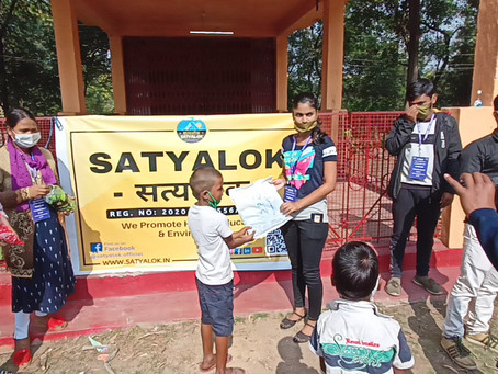 Satyalok rewarded 70 kids of Gandhi Gram with sweaters to fight against the chilly winds.