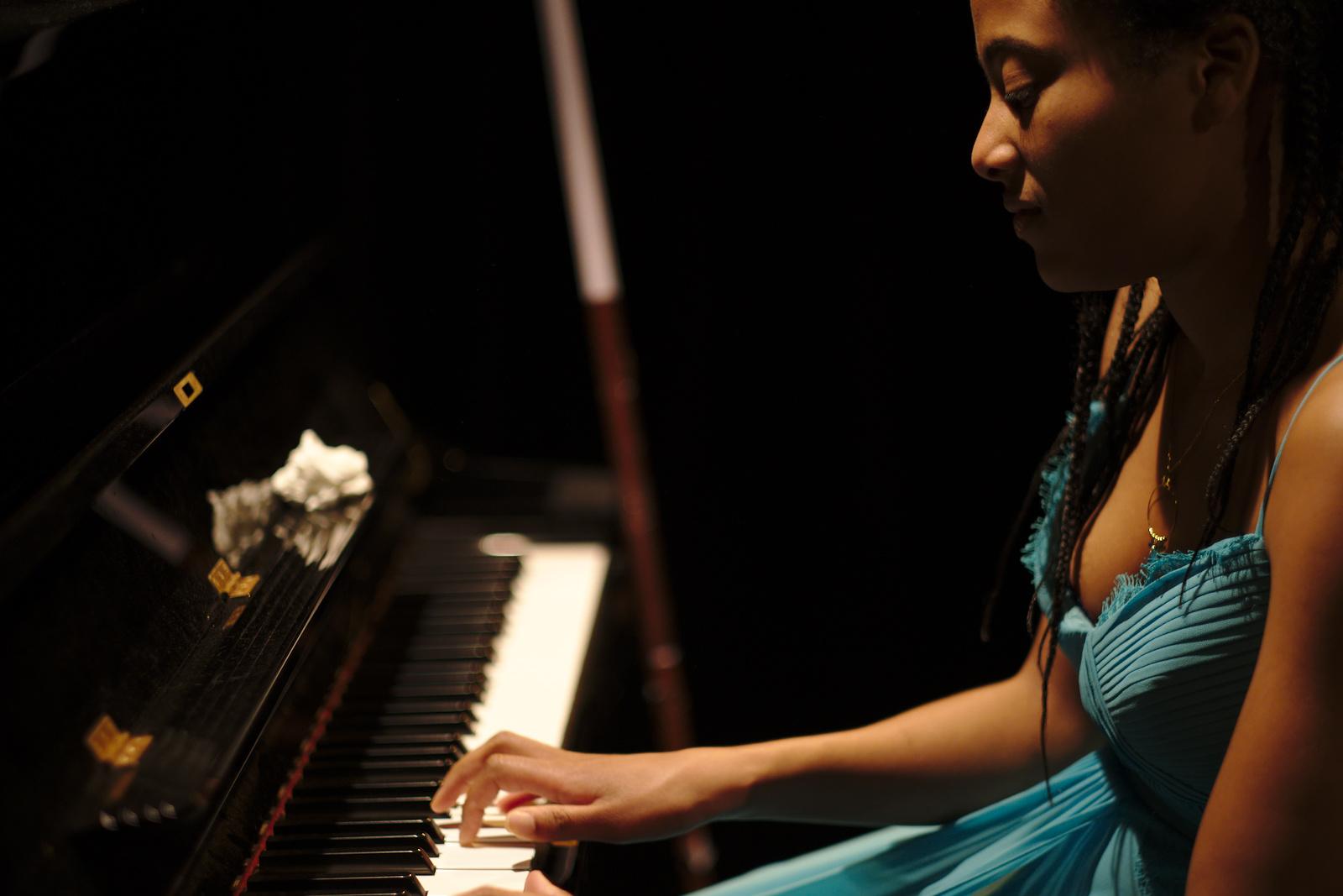 Ines piano