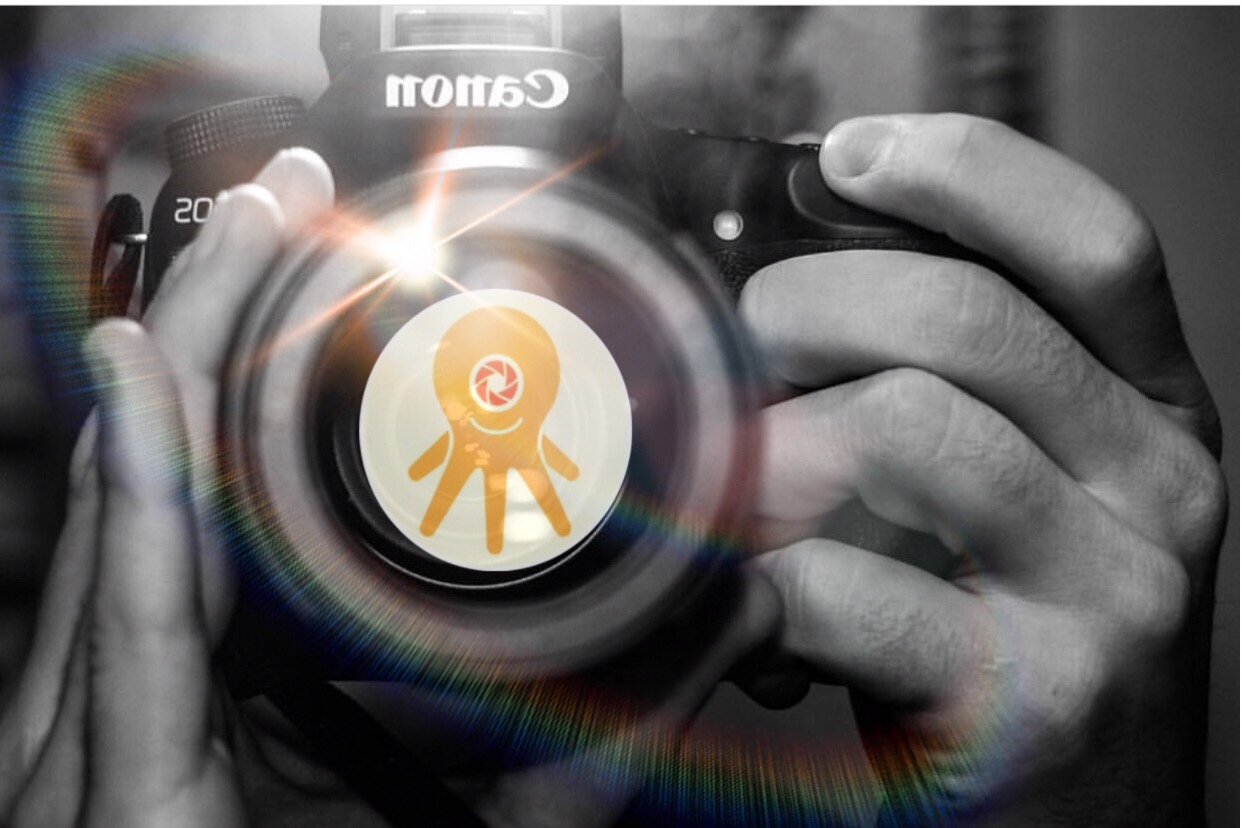 PHOTOGRAPHER WITH IPOLPO LOGO