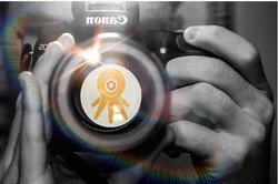 PHOTOGRAPHER WITH IPOLPO LOGO