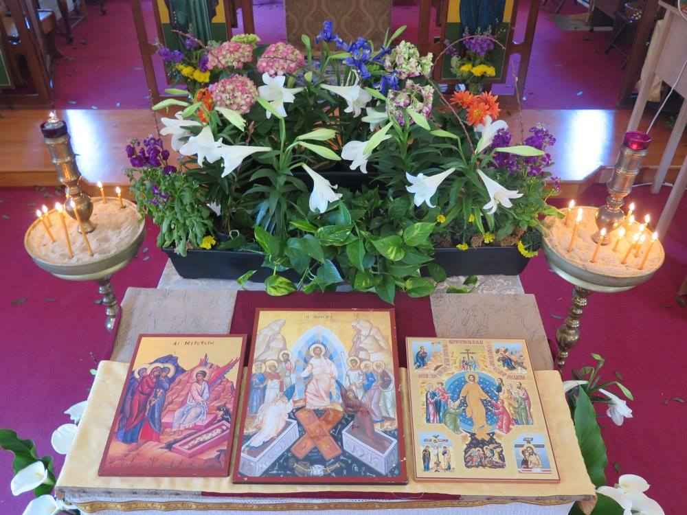 Sepulchre with resurrection icons