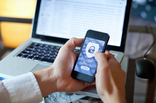 Privacy and Mindfulness in the time of WhatsApp and Instagram