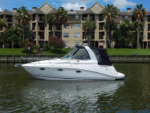 27' Rinker 260 Express Cruiser