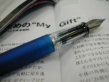 fountain-pen-and-japanese-maga-1427071.j