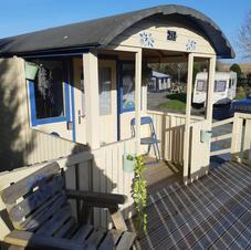 Shepherds Hut exterior2.jpg
