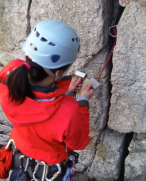 Learn to place Trad gear with other women