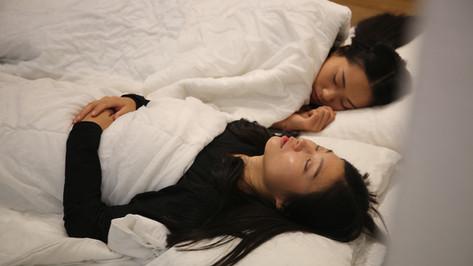sleep with the artist.mp4