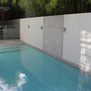 Concrete swimming pool in Hawthorne