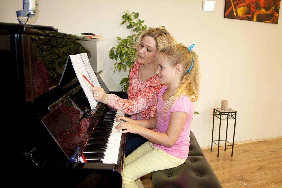 kim isobelle piano old school (1).jpg