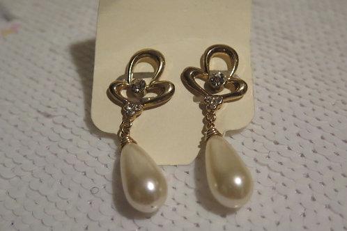 Gold Tone Pearl Earring