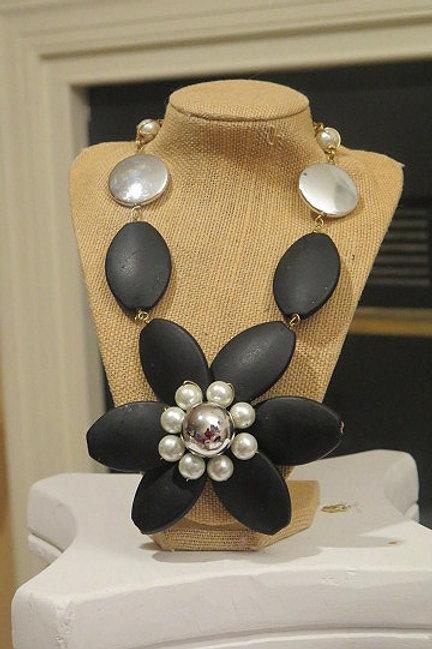 """""""Florette"""" Black Floral Necklace"""
