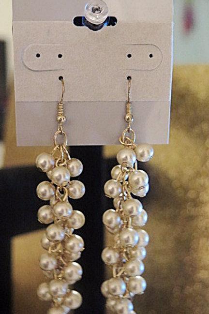 "White ""Reina"" Pearl Cluster Earring"