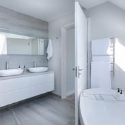 modern-minimalist-bathroom-3115450_1280.