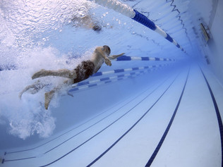 SWIMMING BENEFITS FOR WEIGHT LOSS