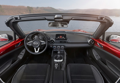 2021_Mazda_MX-5_Germany_int_1.jpg
