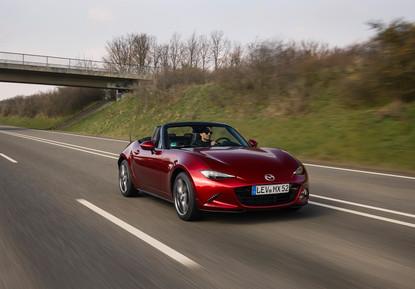 2021_Mazda_MX-5_Germany_act_10.jpg