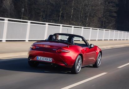 2021_Mazda_MX-5_Germany_act_39.jpg