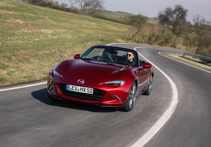 2021_Mazda_MX-5_Germany_act_1.jpg