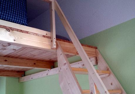 Hochbett mit Treppe.jpg