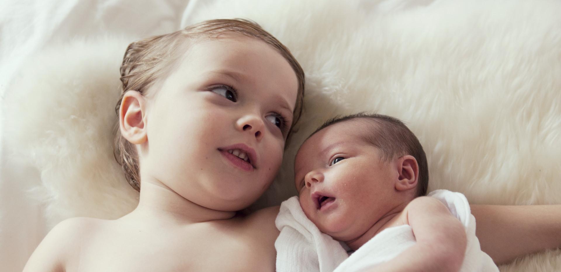 Baby-Geschwister
