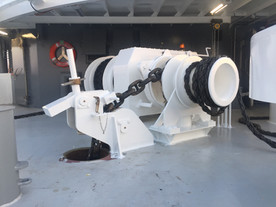 Electric anchor mooring winch with constant tensioning