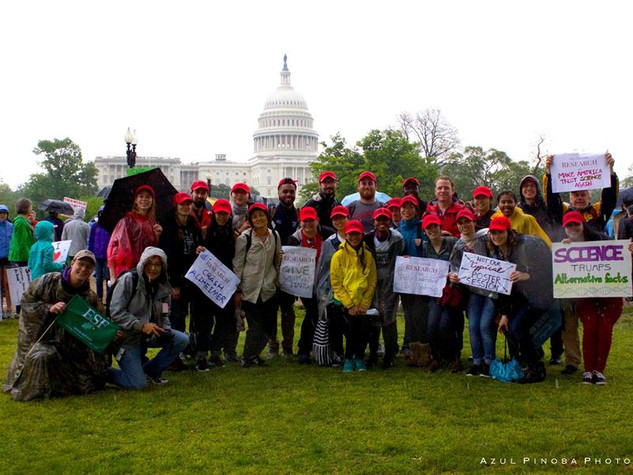 Members of the lab go to the March for Science in D.C.