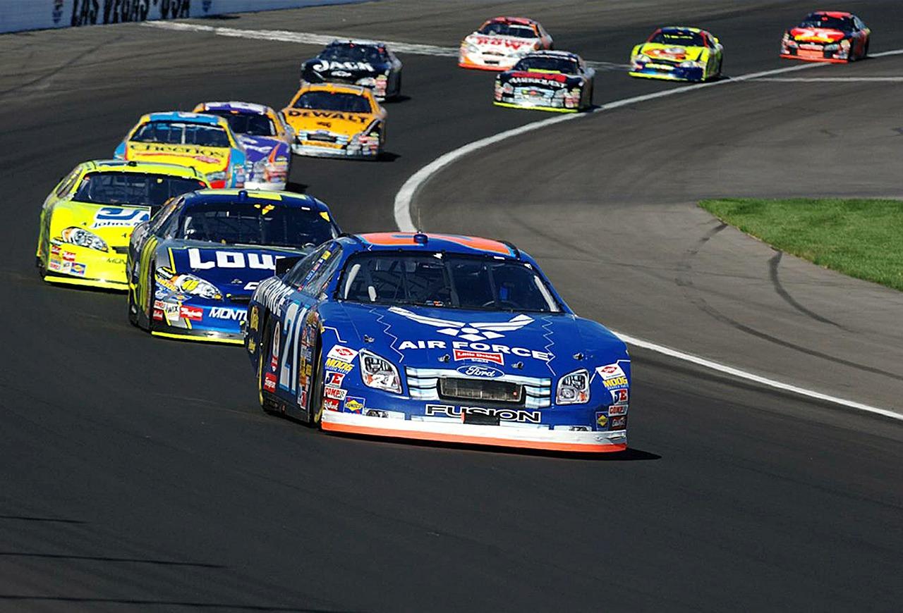 auto-racing-583032_1280