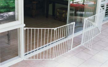 GATED FENCE SYSTEM WITH A 44cm. WIDE GATE