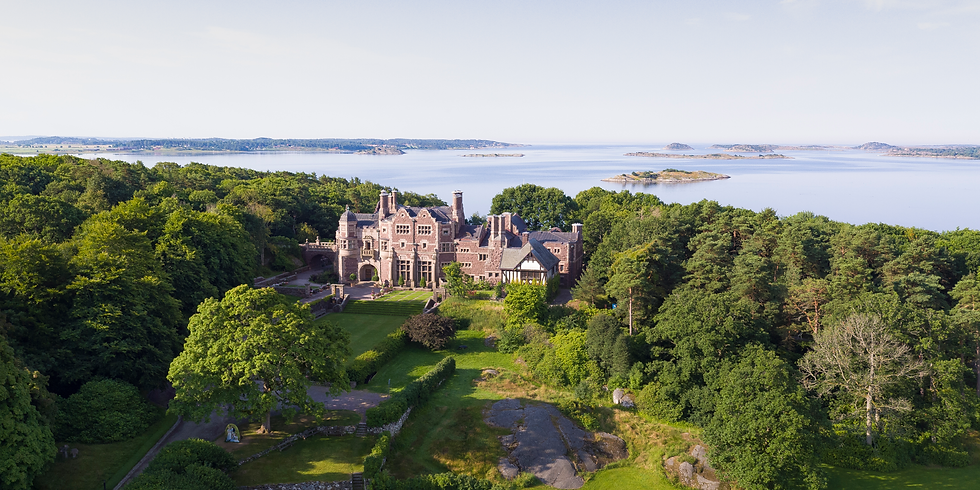 Beauty among Peasants & Privileged - in Äskhults Hamlet & Tjolöholm Castle