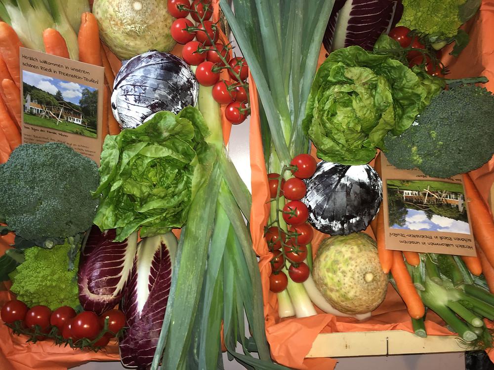 Zwei leckere Gemüsekistchen