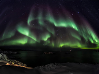अरोरा बोरायलीस किंवा नॉर्दन लाईट्स - निसर्गनिर्मित प्रकाशाचा अद्भूत खेळ