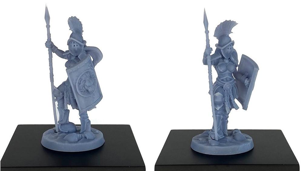 2 estatuetas em miniatura 3D de gladiadora com capacete lança e escudo em punho