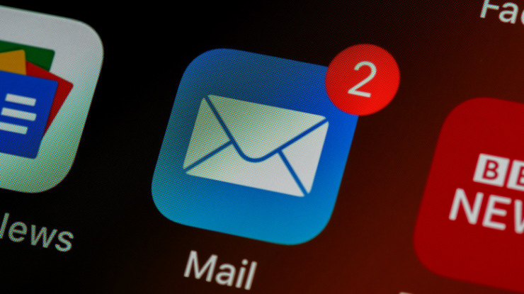 mail app on iphone with two email notifications