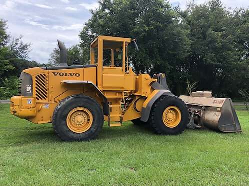 VOLVO L90E Forks and Bucket