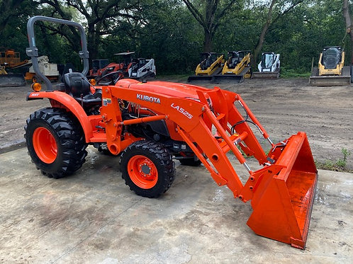 Kubota L3301 4x4 tractor with loader