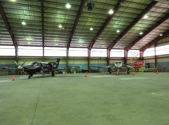 avjet-fbo-septiles-slider-hangar.jpg