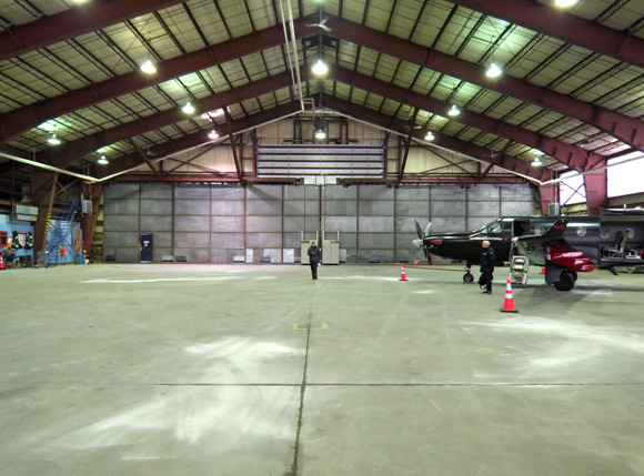 avjet-fbo-septiles-slider-hangar2.jpg