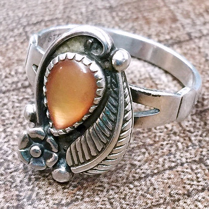 Size 7 • Vintage peach moonstone Sterling Silver Ring