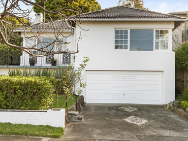Australia: Premier Contemporary Home Offering Panoramic Ocean Views in 8 Girilang Avenue, Sydney, Ne