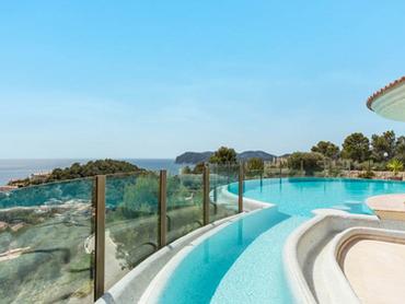 Spain: Elegantly Designer Villa in Costa de la Calma