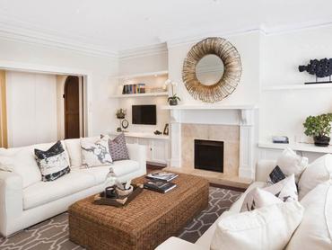 Australia: Art Deco Apartment 'Chatsworth House' Located in 2/59 Wolseley Road, Sydney, New