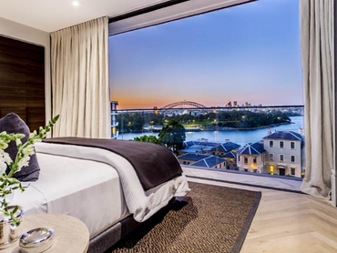 Australia: Luxurious Penthouse Apartment with World Class Views over the Sydney Harbour as well as t