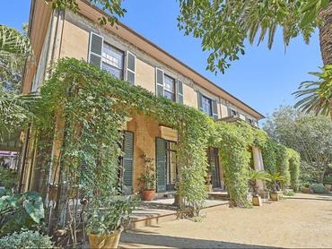 Australia: Marine Villa in 57-65 Darghan Street, Sydney, New South Wales