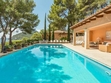 Spain: Grand Villa with Beach Access in Formentor, Mallorca