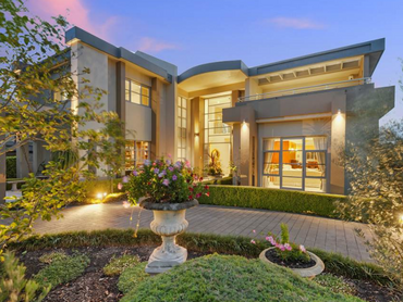 Australia: Uniquely Luxurious Family Home Located in 4 Olympic Court, Sydney, New South Wales