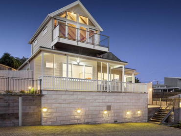 Australia: Traditional Beach House with Great Views in 4 Ruth Avenue, Melbourne, Victoria
