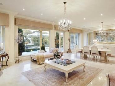 Australia: Grand Villa Situated in 10 Glyndon Avenue, Victoria, Melbourne