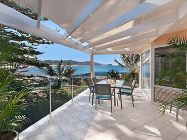 Australia: Oceanfront Estate Offering Breathtaking Views of the Ocean and Beach in 2 Cliff Avenue, S