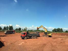 HRF Madagascar : Location pelle et camion benne à Antananarivo (Tana) , MADAGASCAR.